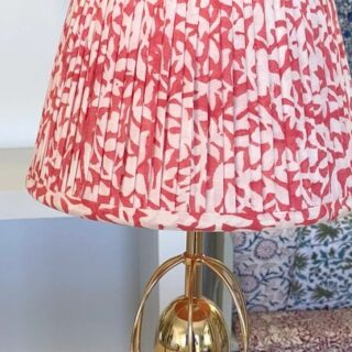 How gorgeous is this shade! This beautiful pleated lampshade was made by one of my students at a recent 3 day workshop. I love how subtle and elegant it is.  Hope you enjoy this little clip and feel inspired to create something new too.   #lampshades #lampshademakingworkshops  #lampshademaker #lampshadedesign #lampshademaking #lampshadeworkshop  #gatheredlampshade #lampshademakingschool #lampshademakingacademy #pleatedlampshades #tailoredlampshades #traditionallampshades #making lampshades #sewinglampshades #lampshademakingworkshop #craft #traditionalcrafts #howtomakelampshades #lampshademakingbusiness #mojisalehi #mojidesigns #studiovibes
